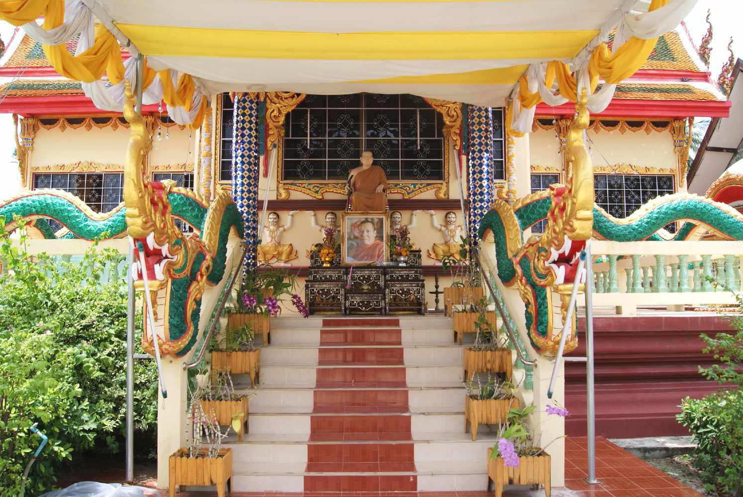 Entrance with stairs and dragons along the railings of part of the Wat Plai Laem temple complex on Koh Samui.
