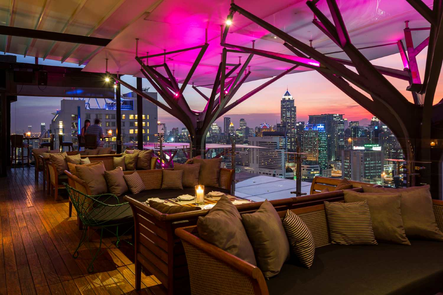 Lounge area van Above Eleven Sky Bar in Bangkok