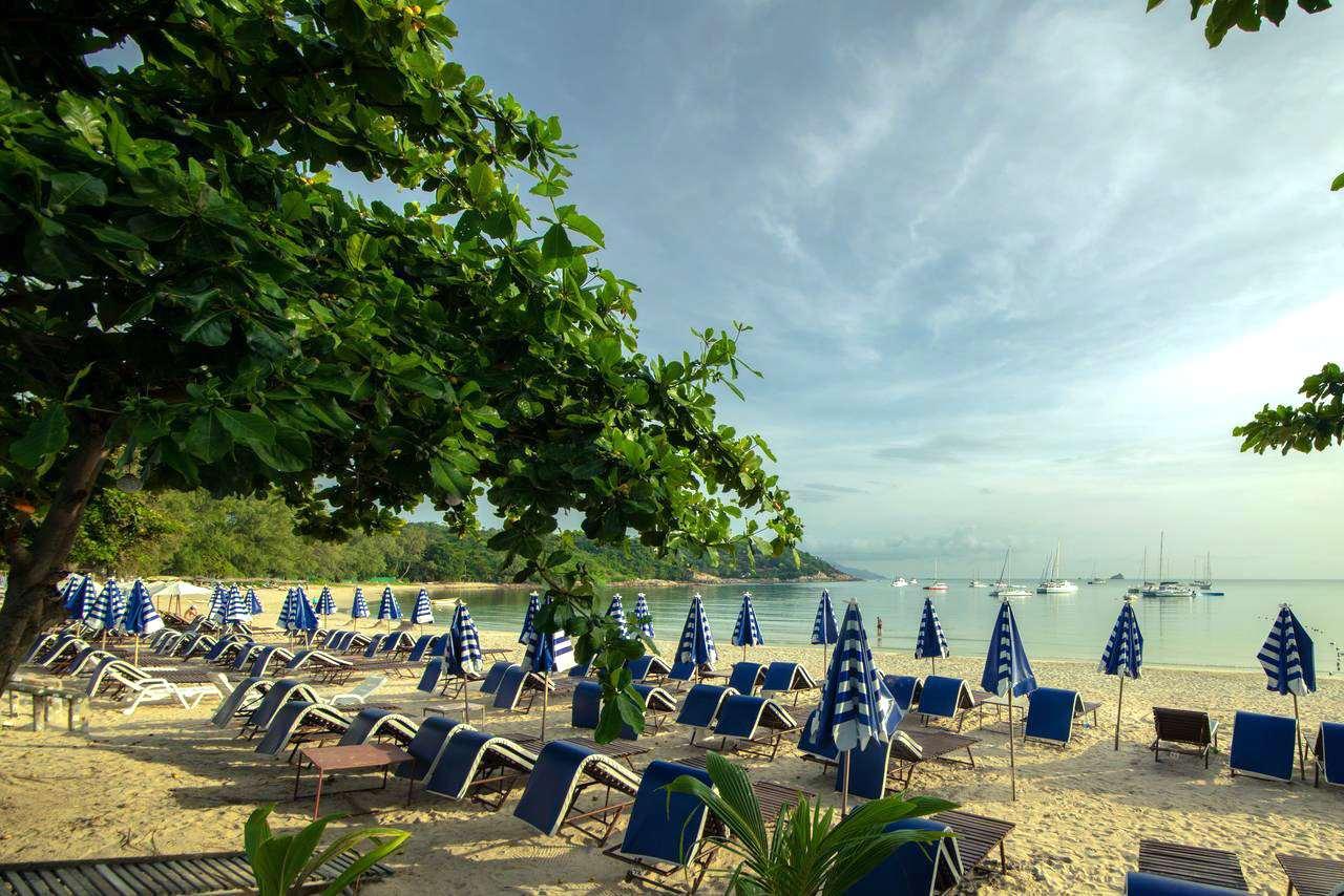 Ligbedjes op het strand van Choeng Mon Beach, Koh Samui