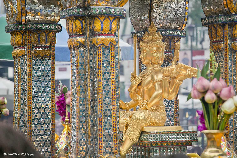Close up van de Erawan Shrine in Bangkok, Thailand