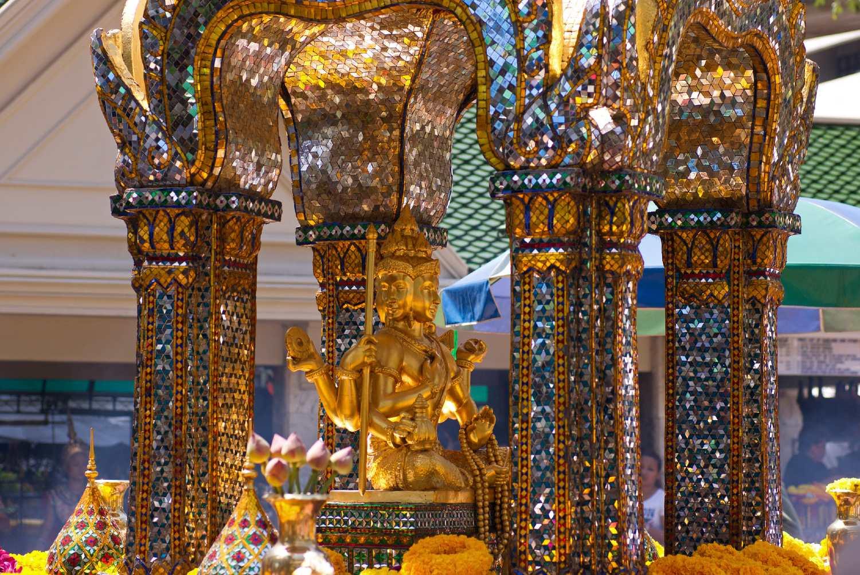 Ingezoomed op de Erawan Shrine in Bangkok, Thailand