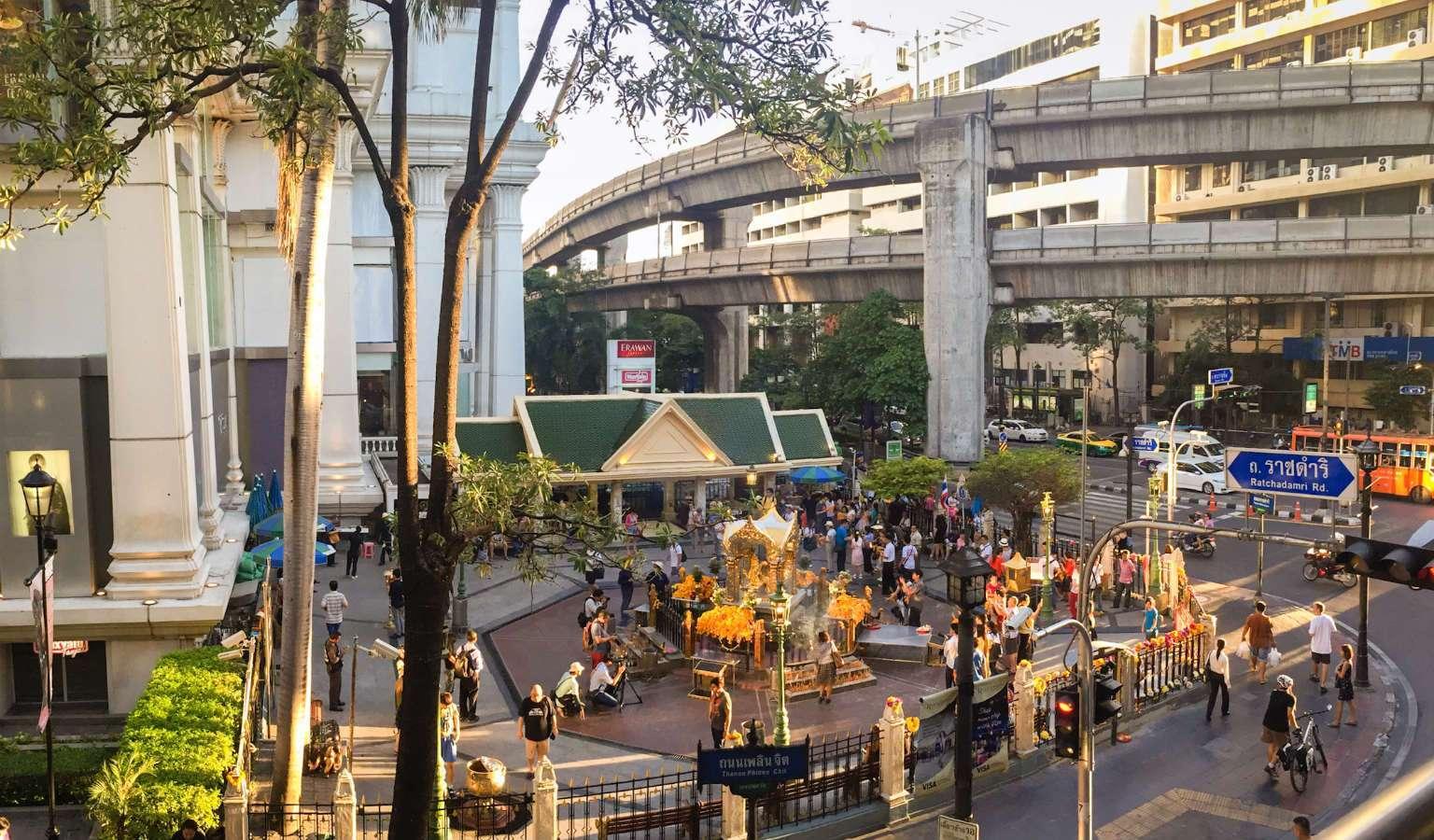 De kruising van de Erawan Shrine in Bangkok, Thailand