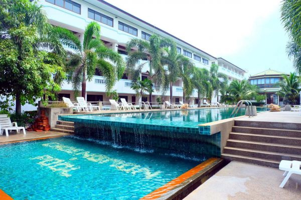Infinity pool with hotel and sunbeds along the side, Bay Beach Resort at Choeng Mon Beach in Koh Samui