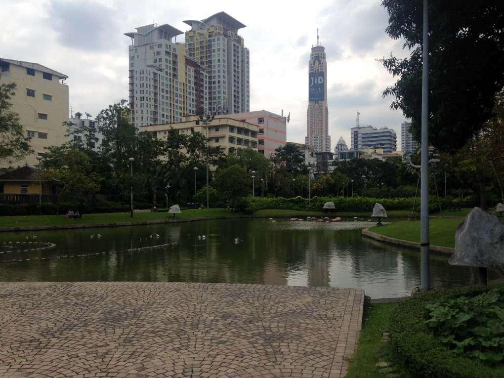Het meer in het Santiphap Park van Bangkok