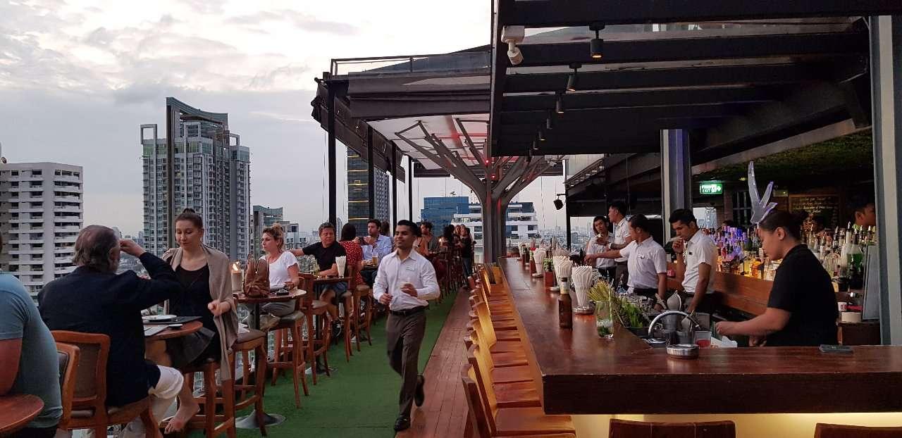 Above Eleven, Bar en barpersoneel, Bangkok, Thailand