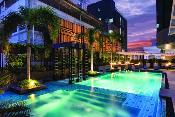 The well-maintained swimming pool of Hotel Solitaire Bangkok, Sukhumvit 11