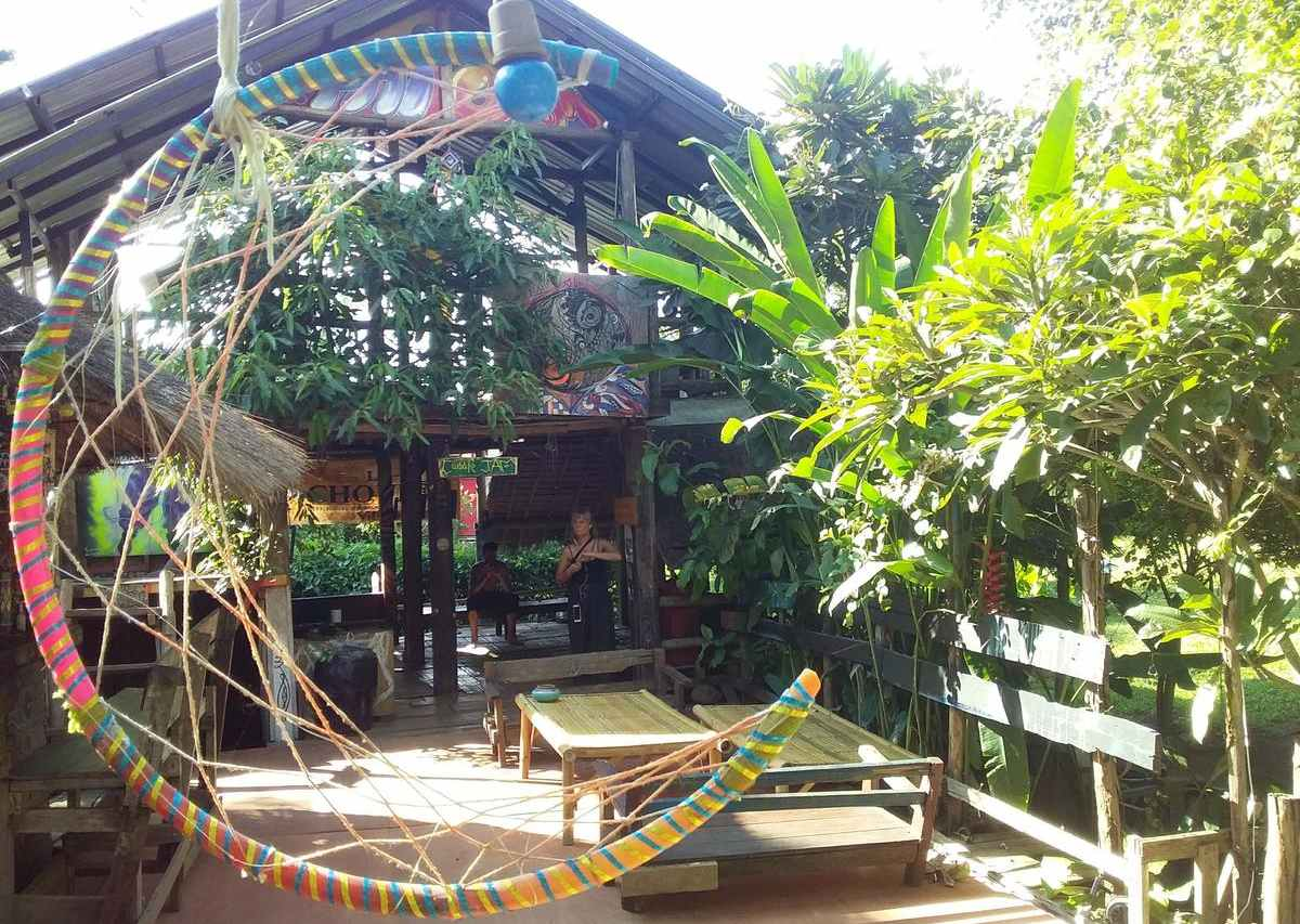 The common area of the Pai River Jam Hostel