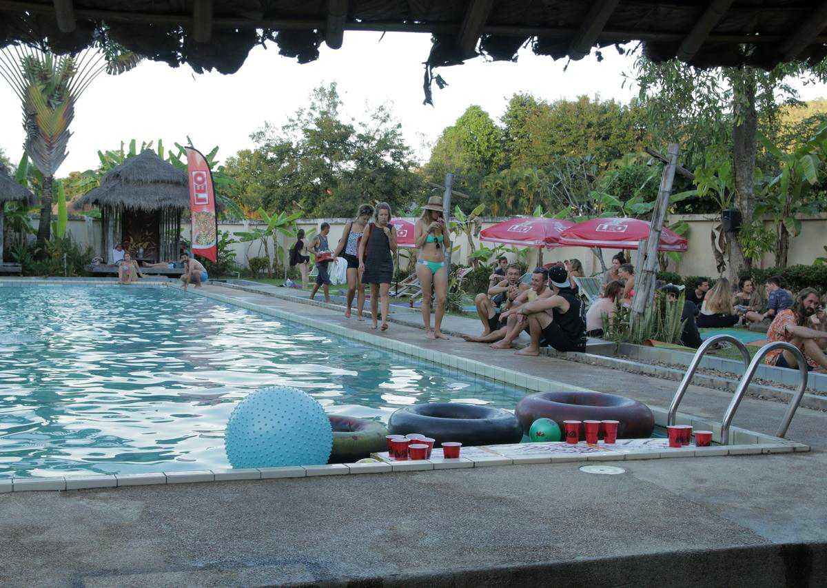 The pool of the Pai River Jam Hostel