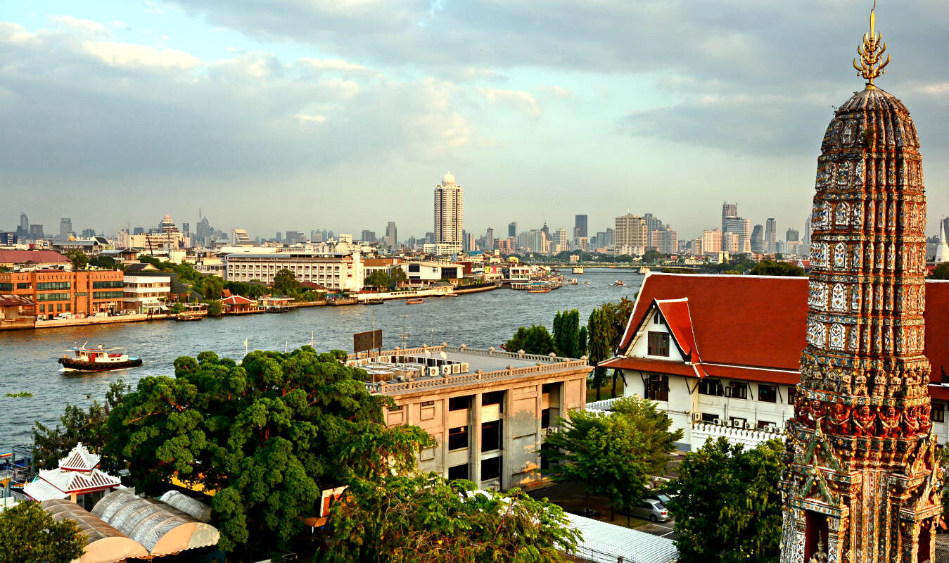 Chao Phraya River, Wat Arun lang de rivier van Bangkok,