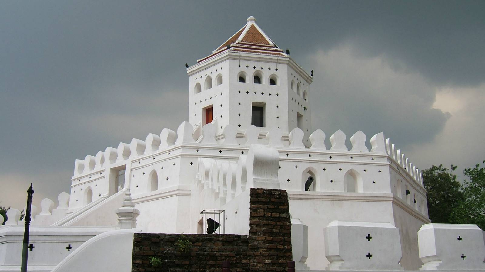 Phra Sumen Fort, old white fortress