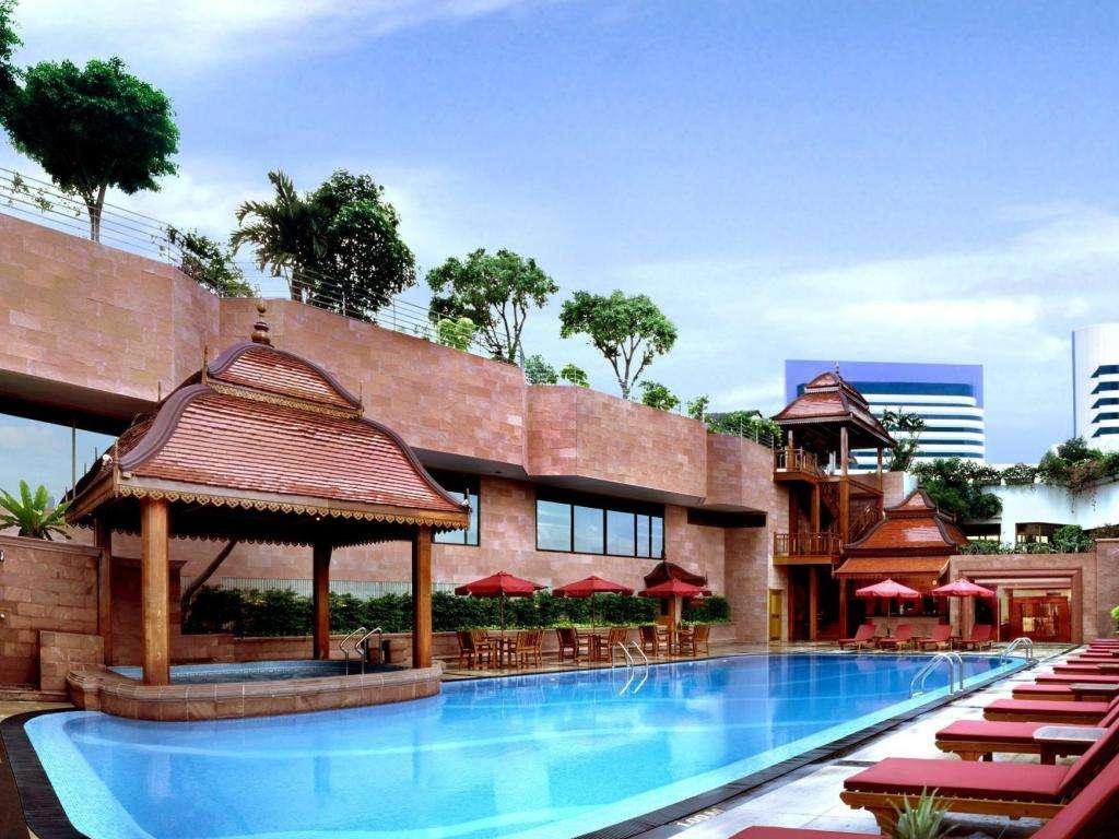 Het zwembad van The Landmark Bangkok gelegen in Nana buurt