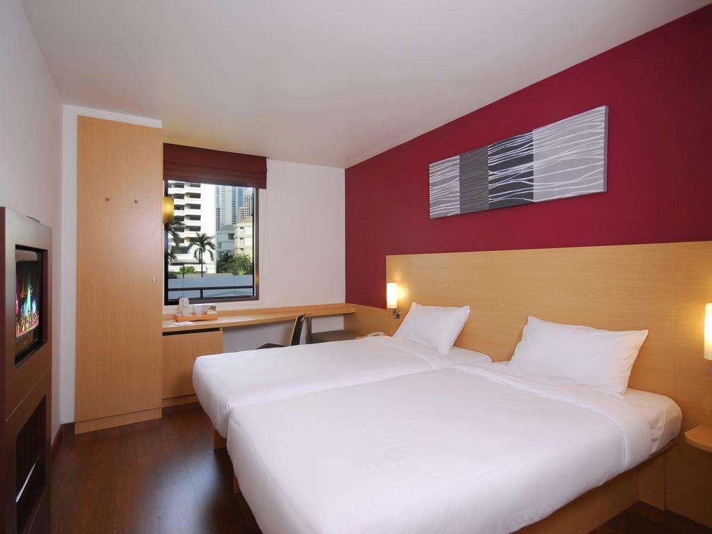 De tweepersoonskamer van het Ibis Bangkok Sukhumvit 4 hotel in het Nana gebied van Bangkok