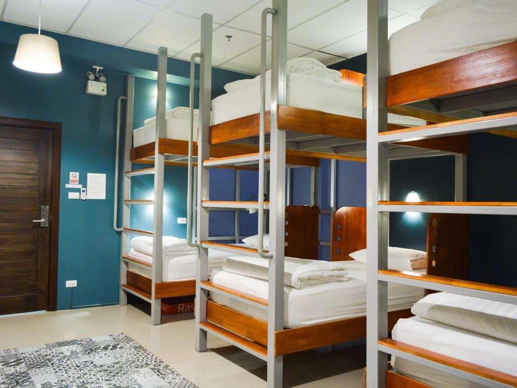 De dormroom van het Hom Hostel in het Nana gebied van Bangkok