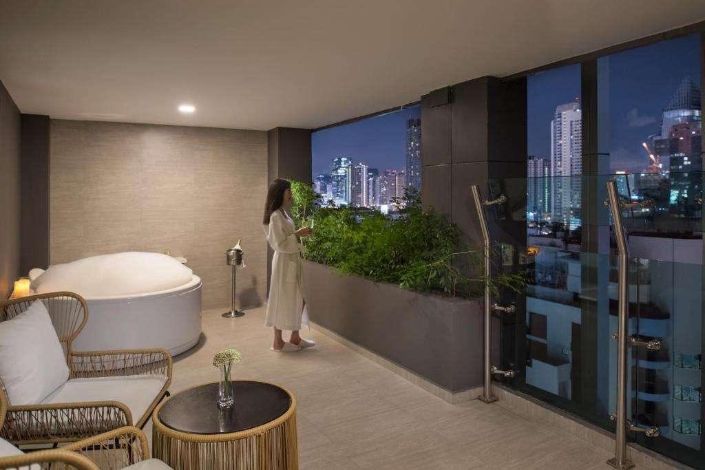De Jacuzzi Room van Solitaire Bangkok Sukhumvit 11 in het Nana gebied van Bangkok