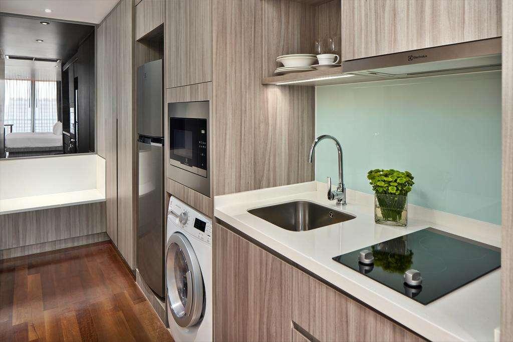 De keuken in het appartement van de Fraser Suites in het Nana gebied van Bangkok