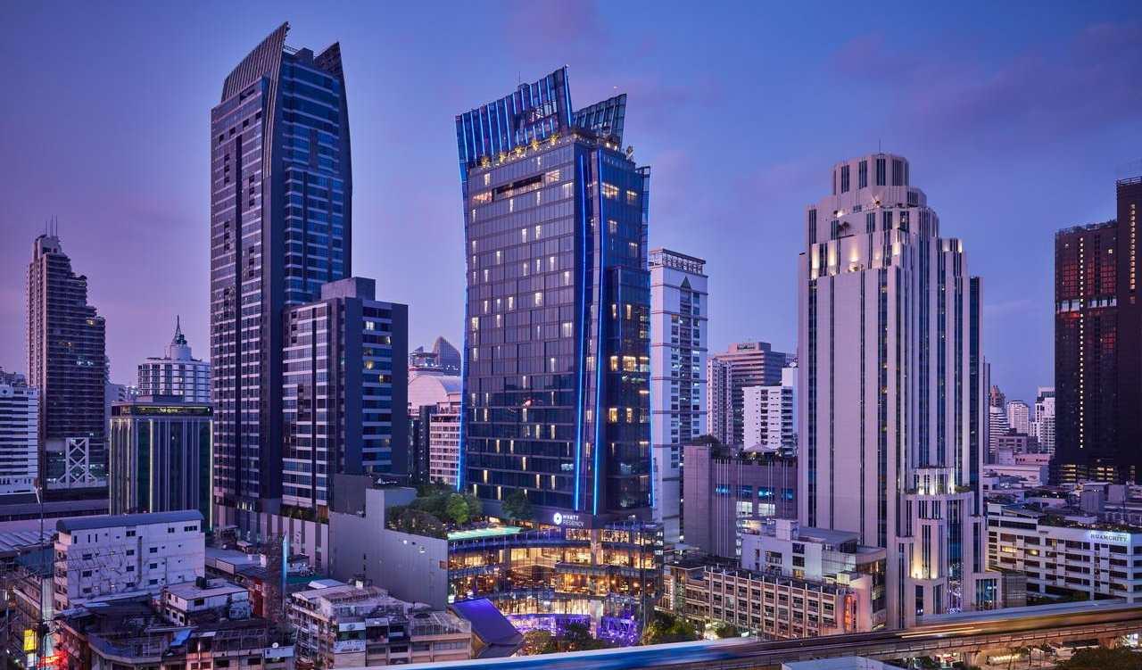 Uitzicht op het Hyatt Regency Bangkok Sukhumvit hotel in het Nana gebied