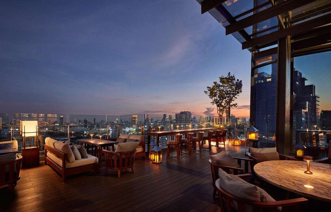 Spectrum de Sky Bar van het Hyatt Regency Bangkok Sukhumvit hotel in het Nana gebied