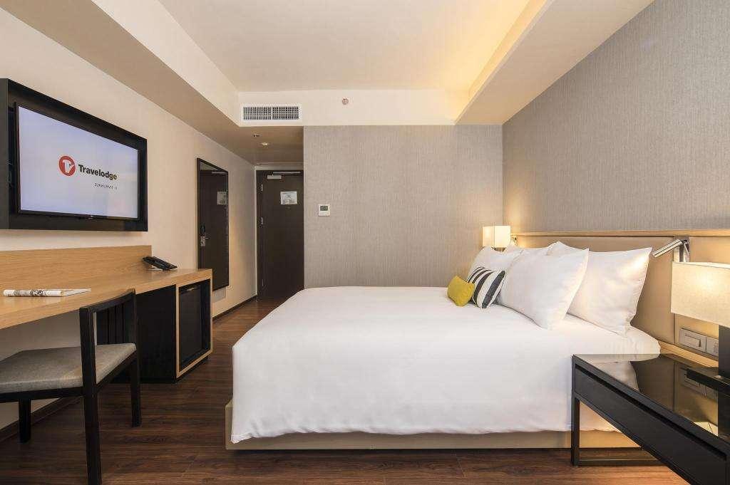 De slaapkamer van Travelodge Sukhumvit 11