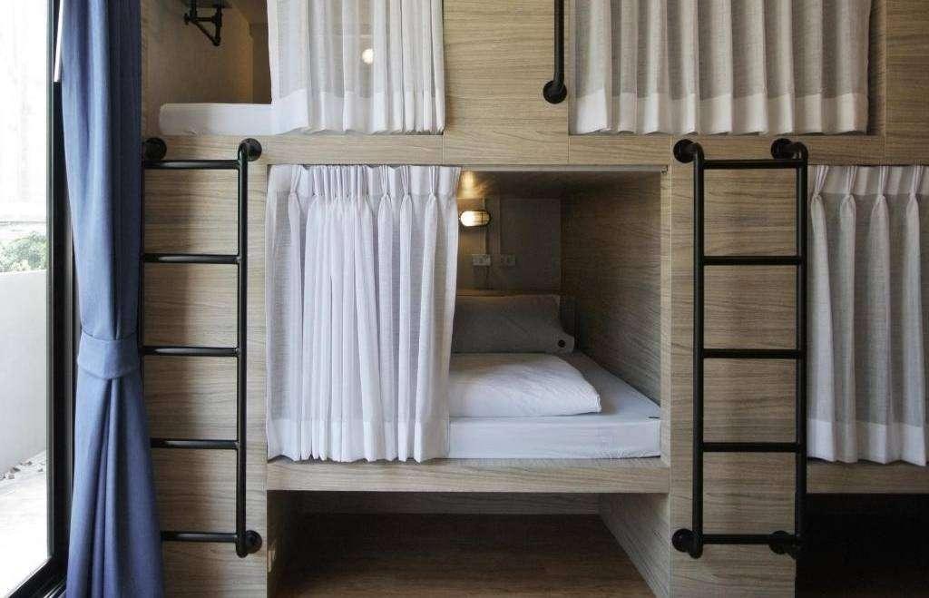 De capsules waar je kunt slapen in het Slumber Party Hostel in het Nana gebied van Bangkok