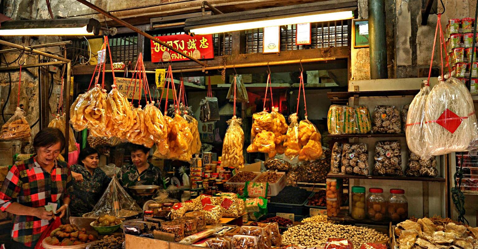 Marktkraam in Chinatown, Yaowarat Road in Bangkok