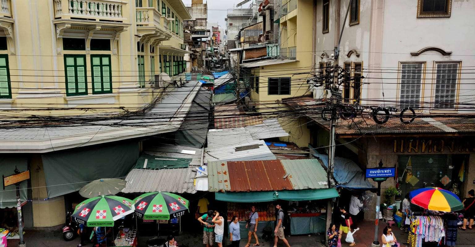 Chinatown Yoawarat Road, de smalle steeg van Sampeng Market van bovenaf gezien.
