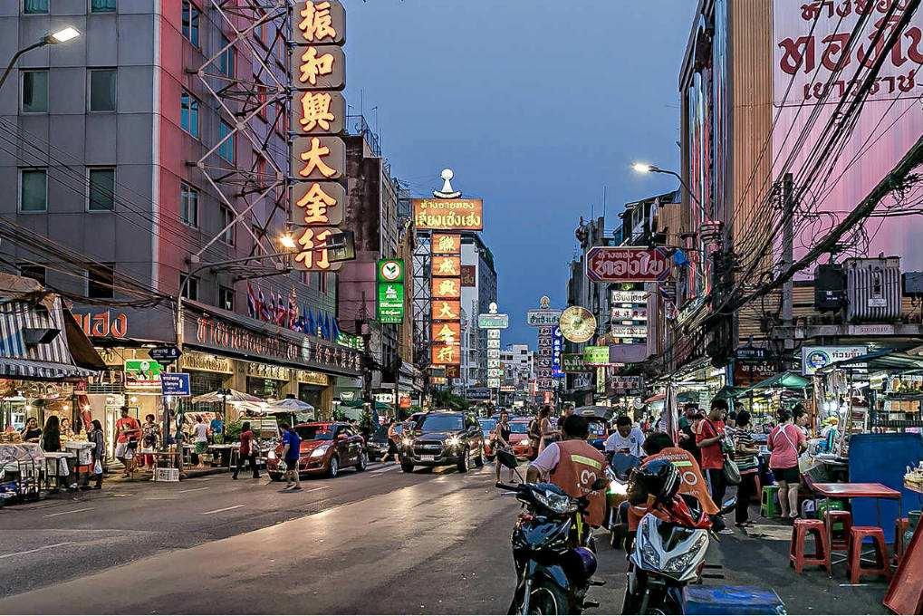 Chinatown / Yaowarat Road food market in Bangkok