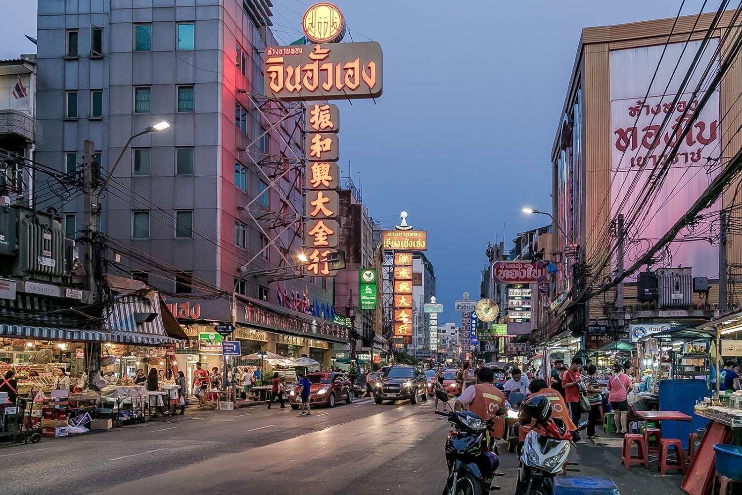 Jaowarat Road at dusk in China Town, Bangkok