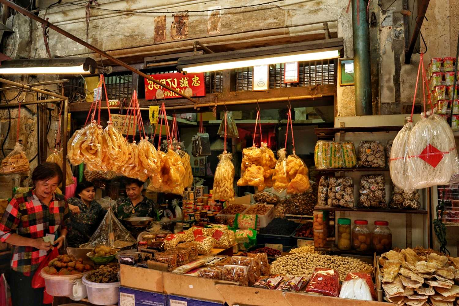 Marktkraam in Chinatown, Yaowarat Road in Bangkok