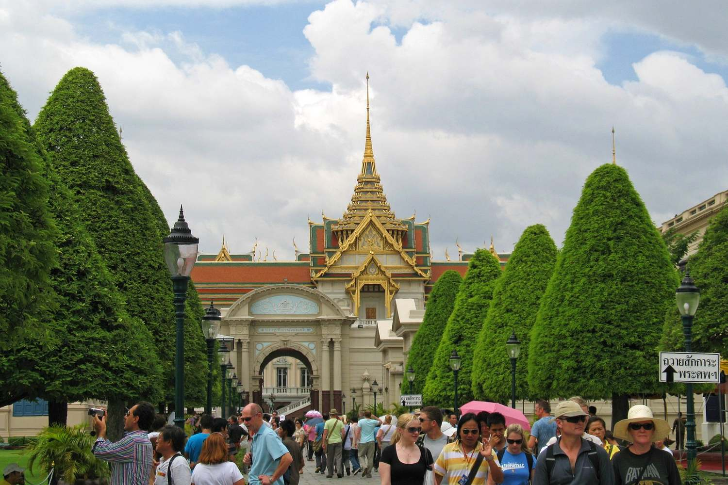 Hustle and bustle at the Grand Palace in Bangkok, Thailand