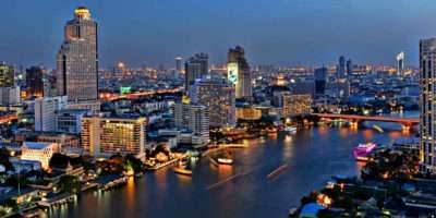 Chao Phraya River Van Bangkok In De Avond.