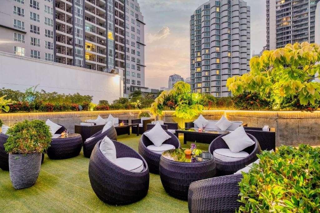 De lounge van het Mövenpick Hotel Sukhumvit 15 Bangkok