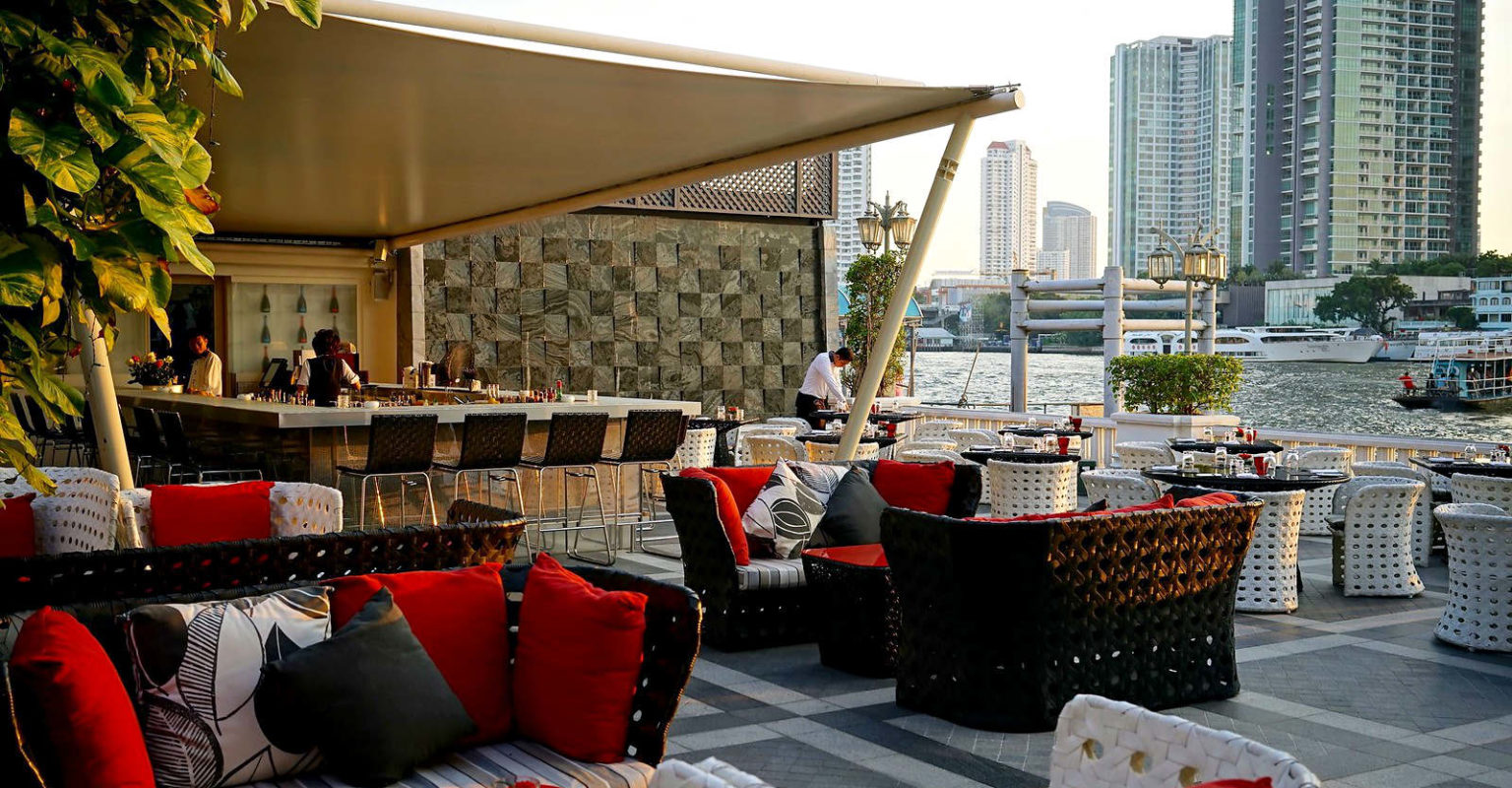 Mandarin Oriental Hotel with terrace on the Chao Phraya River of Bangkok