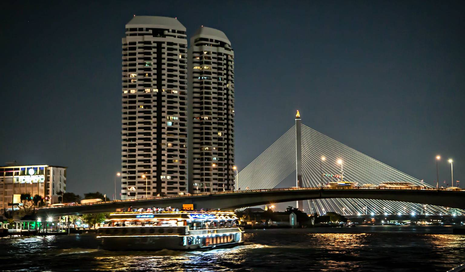 Dinner Cruise boot op de Rivier van Bangkok