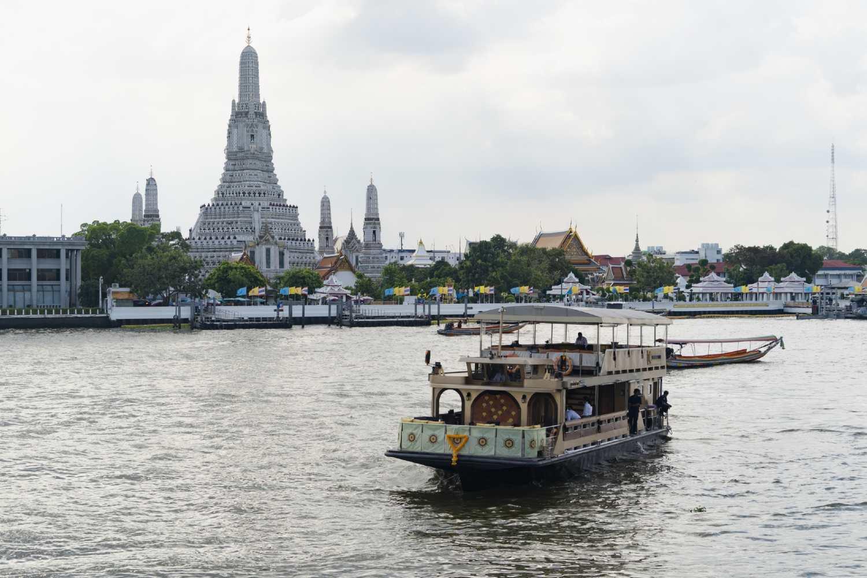 De Supanniga Cruise op de Chao Phraya River van Bangkok