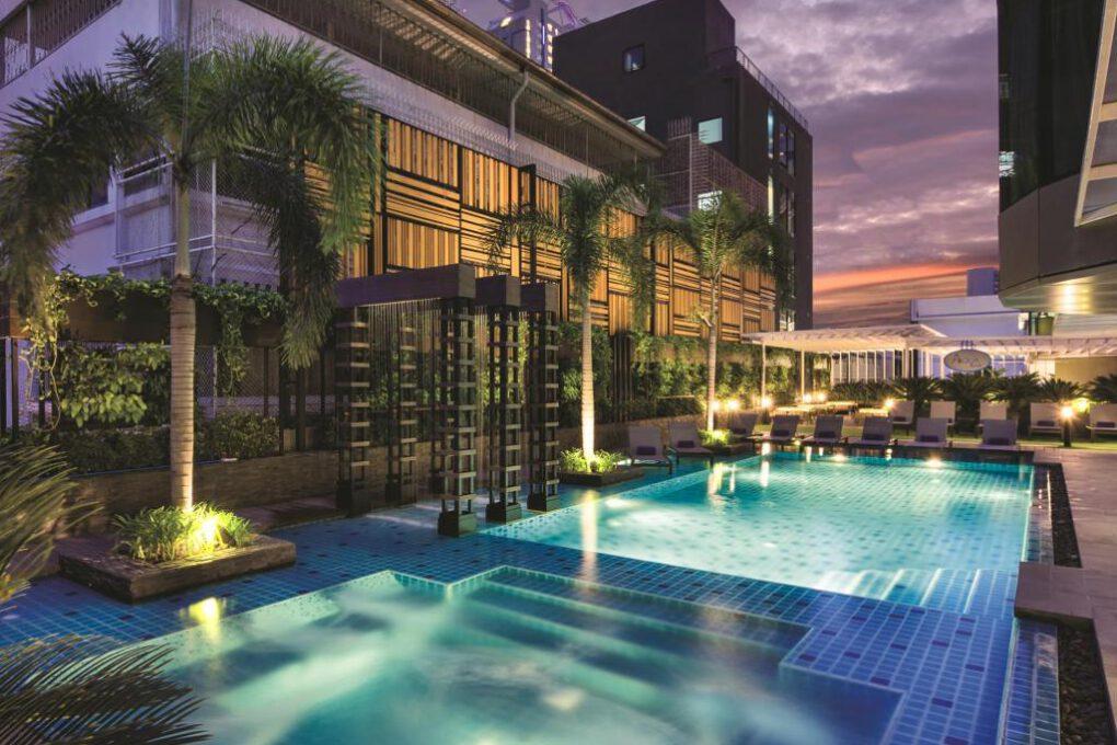 The pool of Solitaire Bangkok Sukhumvit 11 in the Nana area of Bangkok