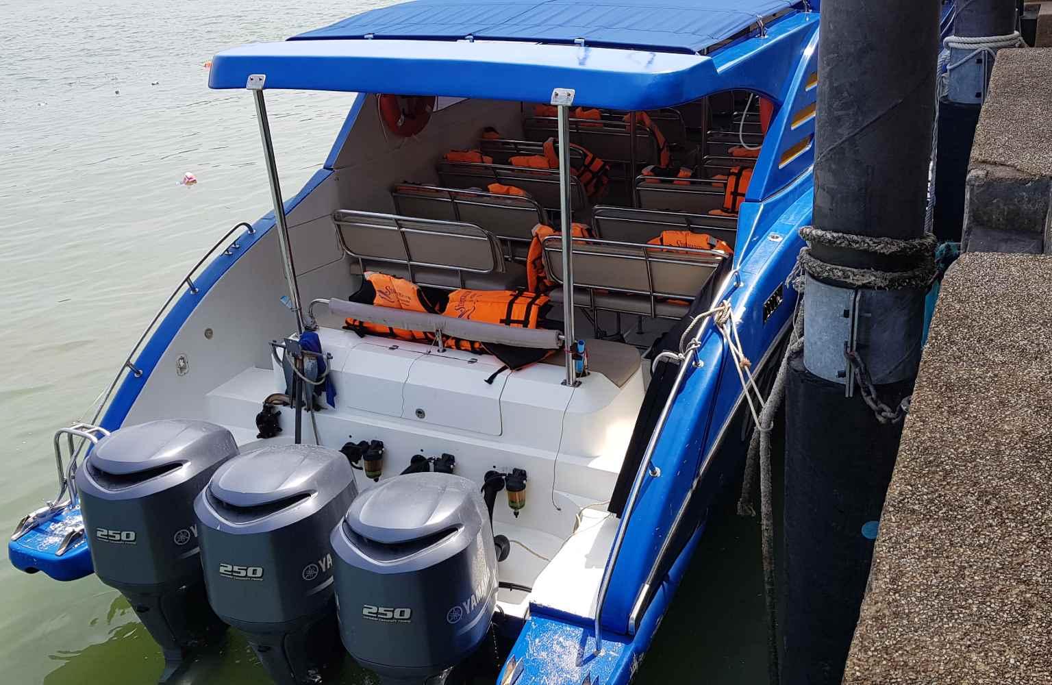 een speedboat die van Pak Bara naar Koh Lipe vaart