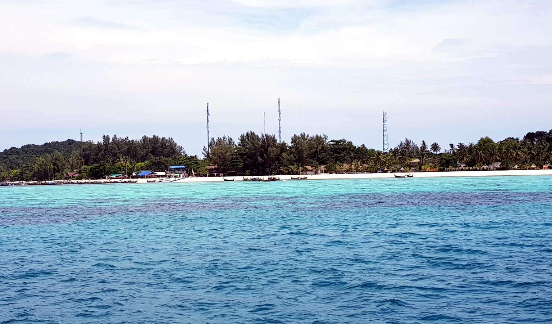 Koh Lipe in zicht vanaf een longtailbootje