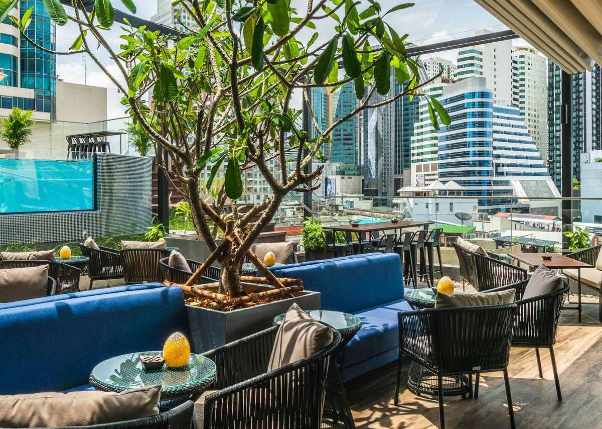 The rooftop bar with pool of the akyra TAS Sukhumvit in the Asok area of Bangkok.