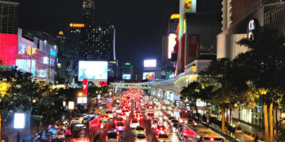 Siam Square In Bangkok, Drukke Autoweg In Het Centrum Van Bangkok In Thailand