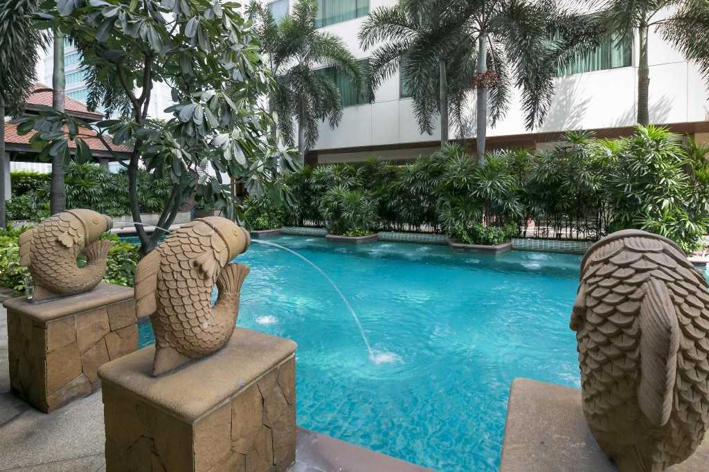 The pool area of the Jasmine City Hotel in the Asok area of Bangkok, Thailand