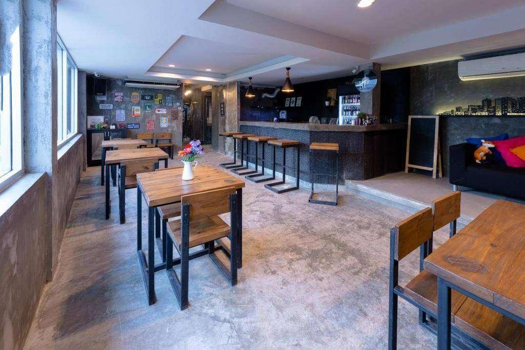 Restaurant en bar van het Revolution Hostel in Asok, Bangkok