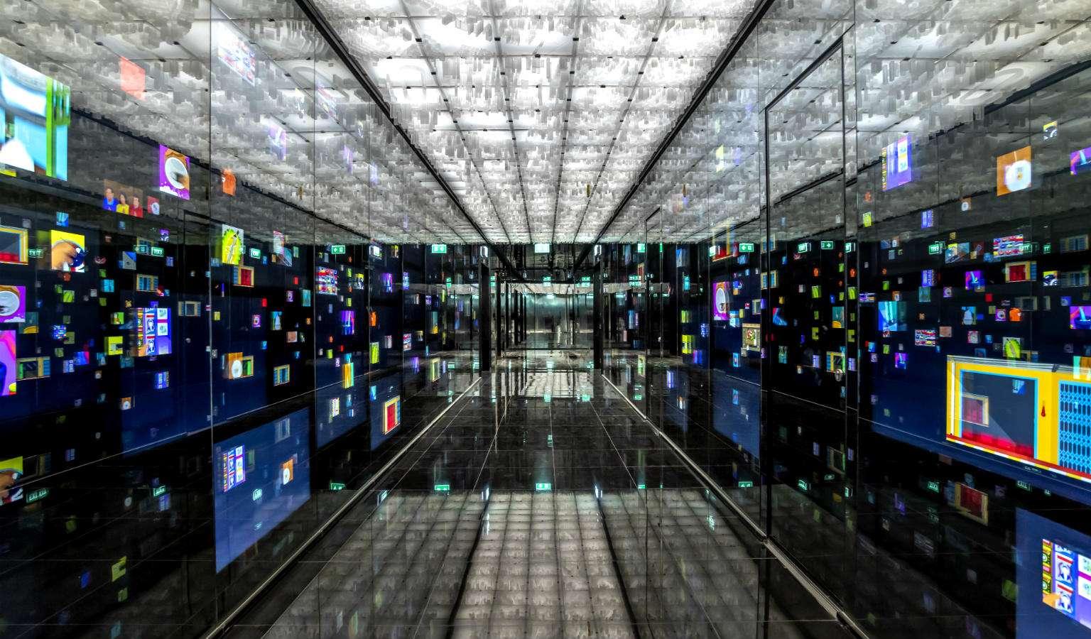 Bijzondere gang digitale schermen in King Power Mahanakhon Bangkok