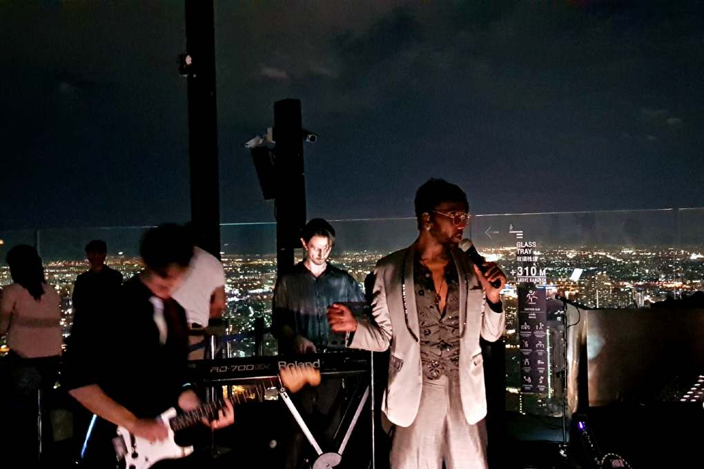 Live muziek op de King Power Mahanakhon in Bangkok