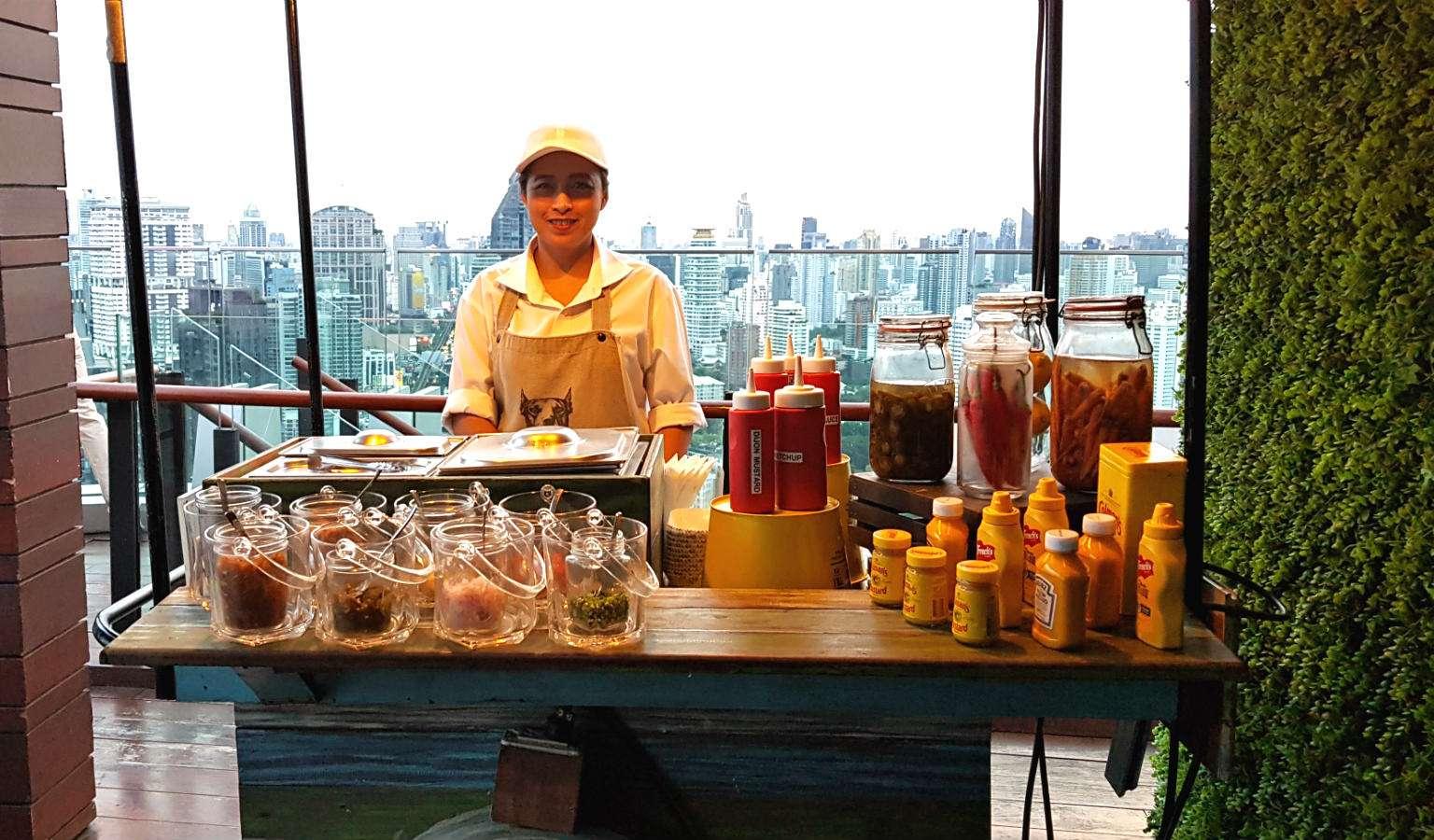 Hotdog verkoopster bij Octave