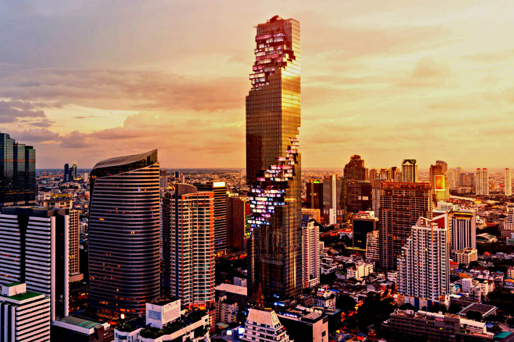 Th skyline of Bangkok with the Mahanakhon building