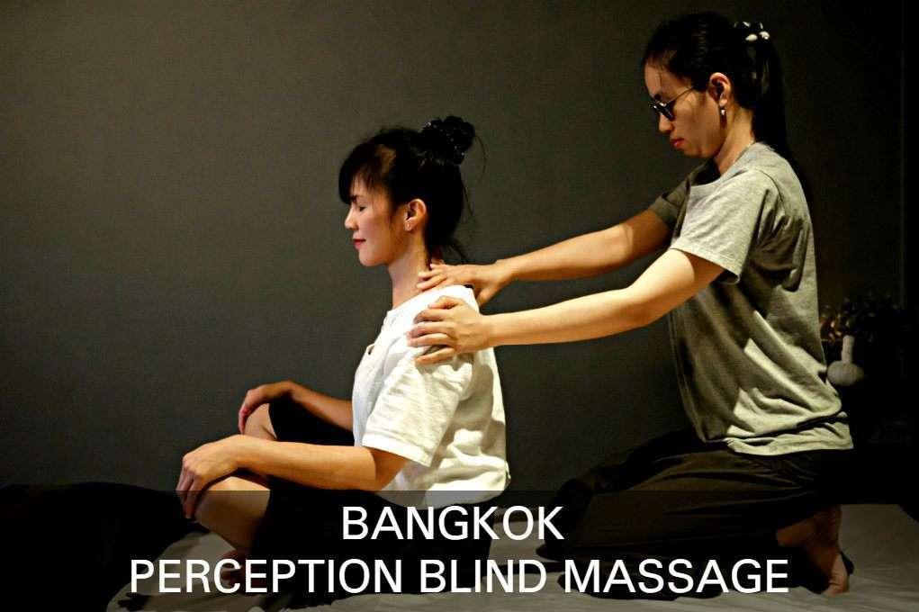 Blinde Masseur Aan Het Werk, Link Naar Artikel Perception Blind Massage Bangkok