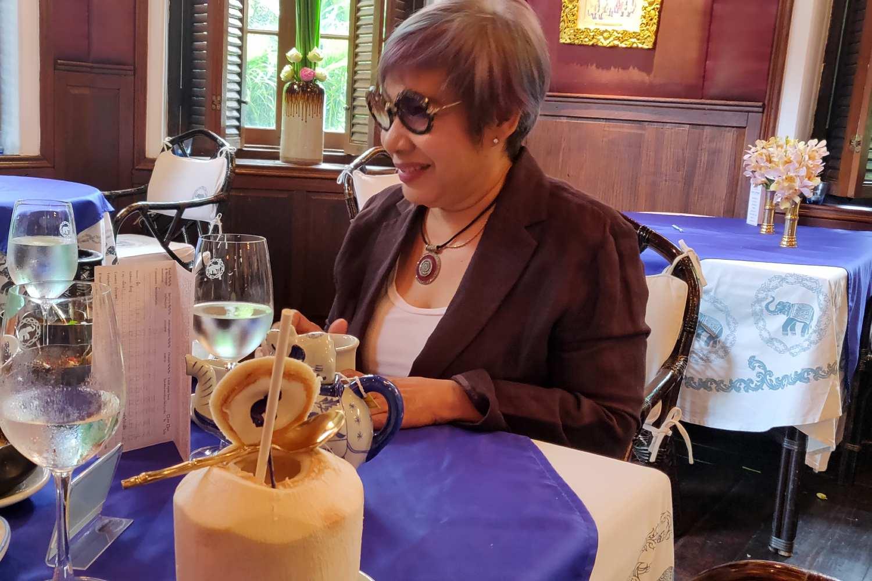 Chef Nooror Somany Steppe in haar eigen Blue Elephant Restaurant & Cooking School in Bangkok, Thailand