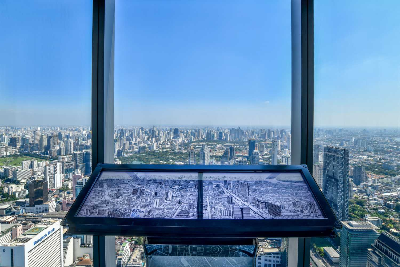 Interactief scherm in het King Power Mahanakhon gebouw van Bangkok