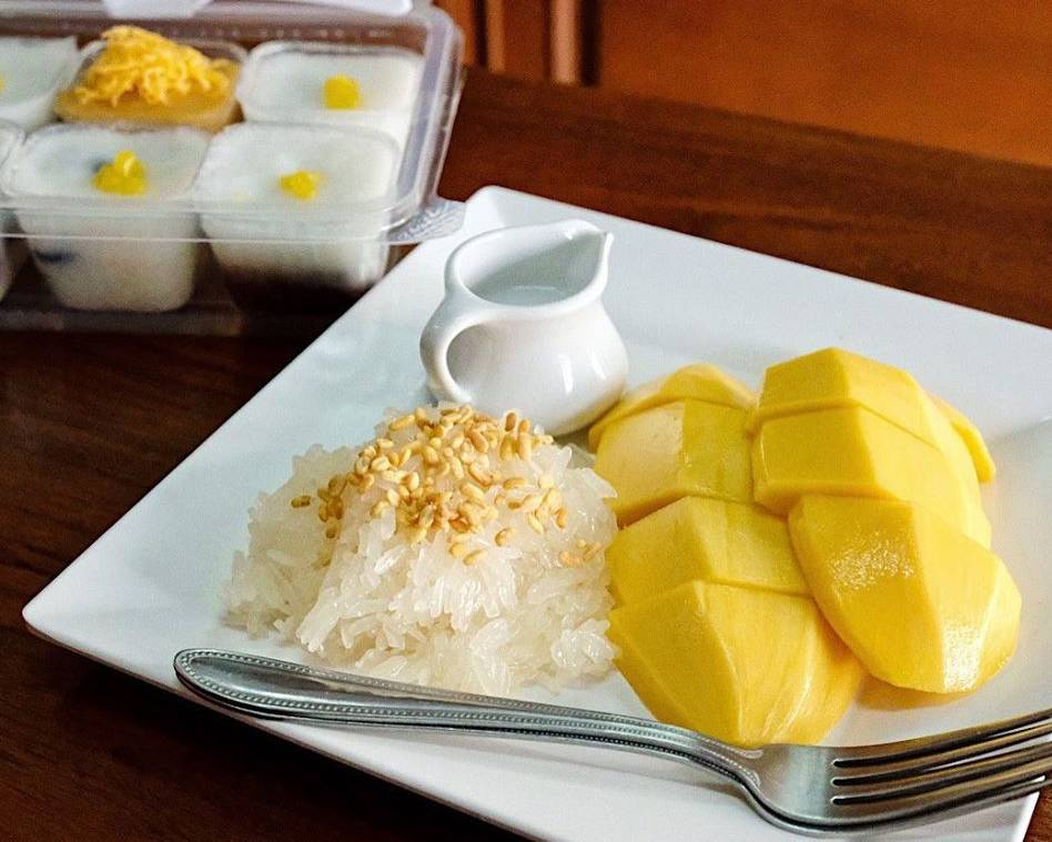 Mango sticky rice @ Kor Panich in Bangkok's Old Town