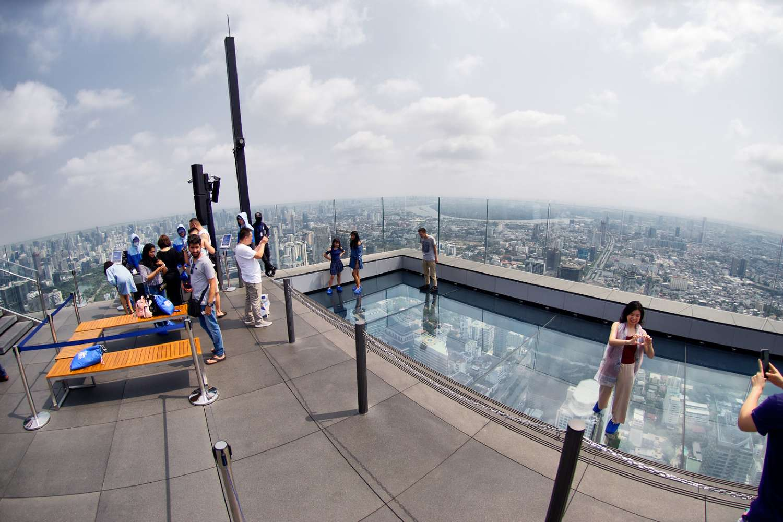 De fameuse SkyWalk van het Mahanakhon Bangkok gebouw